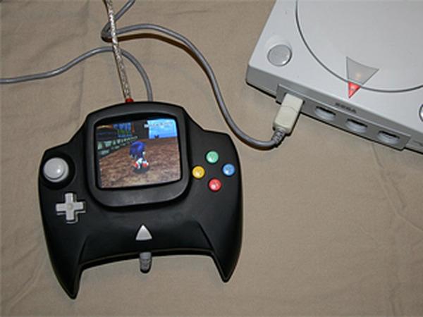 海外Modderがモニタ搭載のドリキャスコントローラーを制作 ― テレビ無しでゲームをプレイ! | Game*Spark - 国内・海外ゲーム情報サイト