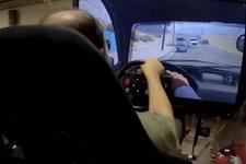 運転以外はどうするの?『GTA V』を大型ドライビングシミュレーターでプレイ 画像