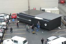 """箱の中身はなんですか? カナダに10メートルを超える巨大""""Xbox One""""が建造される 画像"""