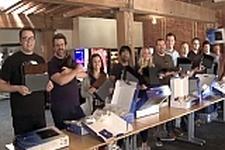 16人の編集者たちが一斉にPS4本体を開封するカオスな動画が登場