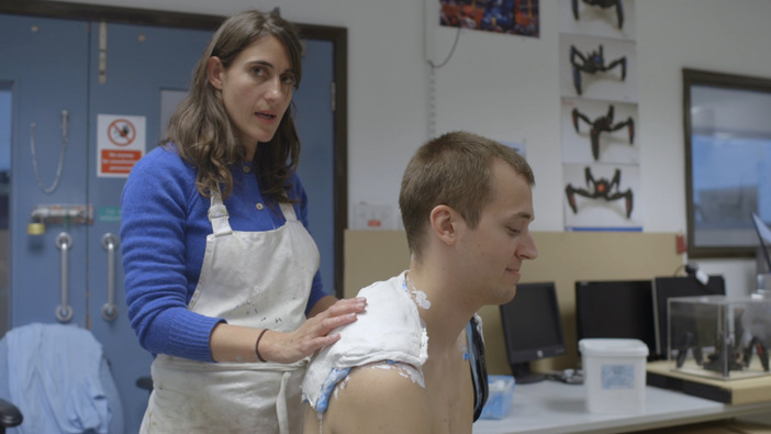コナミ、手足を失った『MGS V』ファンのために専用の義手を制作―義肢アーティストとコラボ