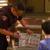 海外の少年が『ポケモン』カード窃盗被害…落ち込む少年へ警官が激レア「ミュウ」贈るの画像
