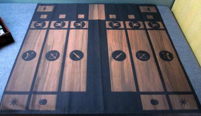 カードセットは『The Witcher 3』の世界観ともマッチする宝箱のボックスに収められており、その中にはルールブック、綿製のゲームプレイマット、北方諸国、スコイア=